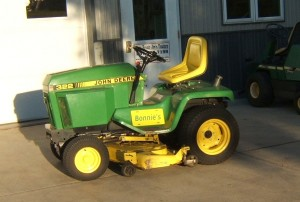 John Deere 322 garden tractor